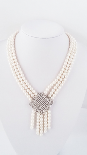 Lola Freshwater Pearl Necklace